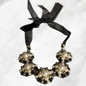 Multiple Pearls Flowers Wecklace With fabric End